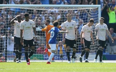 'The players have their heads on the line': Gary Neville attacks 'embarrassing' and 'rancid' Manchester United performance at Everton