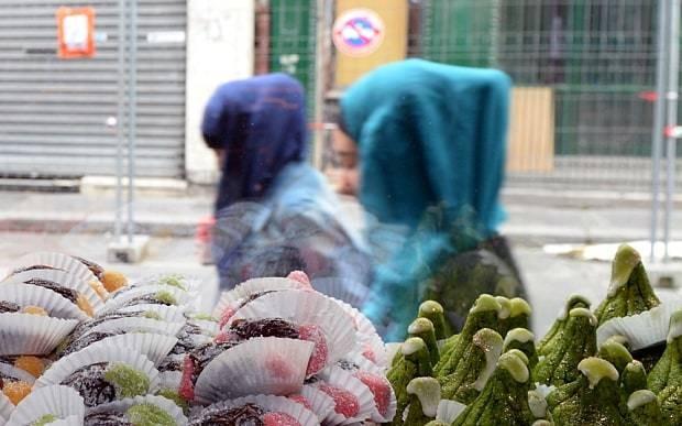 Fury over gender ban in Bordeaux Muslim grocery store
