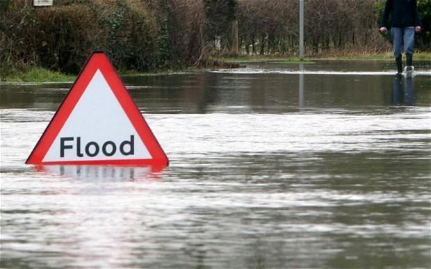 Weather: 'pirate burglars' using boats to raid flooded homes