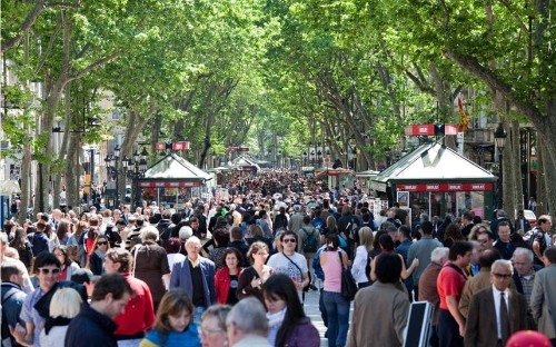 Barcelona limits tourist accommodation and seeks a 'sustainable' plan
