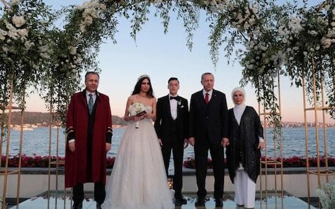 Arsenal's Mesut Ozil gets married with Turkish president as best man