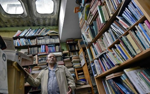 This dustbin man built a huge public library from books other people had thrown away