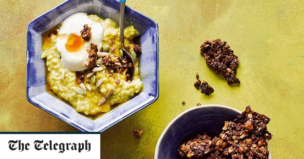 Turmeric-scented porridge with pears and cacao crumble recipe
