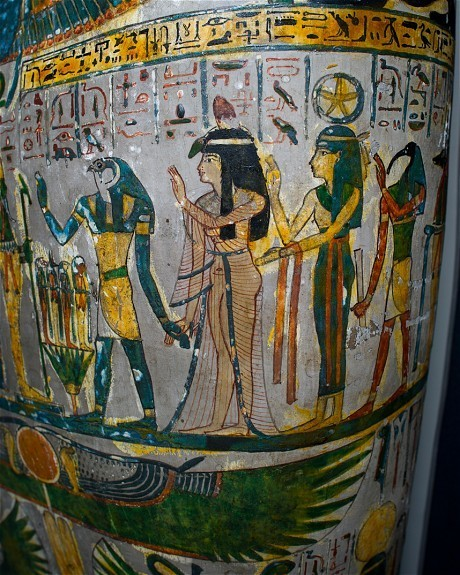 Mummies in the CT scanner: disease, beauty tips and jewellery exposed