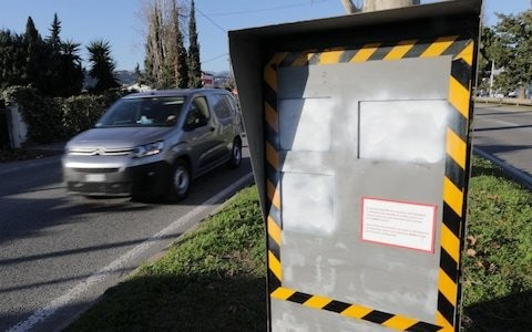 Frances new 'invincible' speed cameras no match for irate Gallic motorists