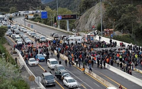 Hundreds of Catalan independence protesters block highway between France and Spain