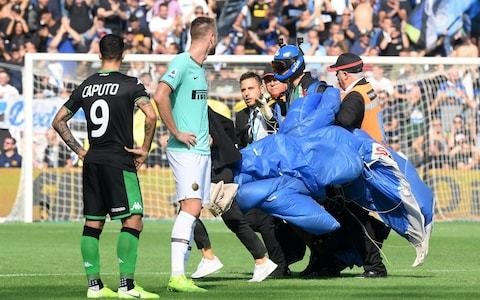Parachutist landing on pitch disrupts Inter's Serie A win against Sassuolo