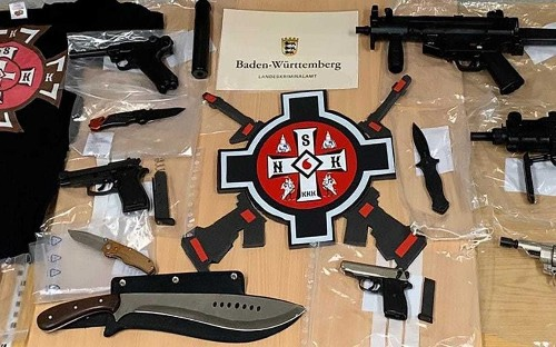 "Weapons seized in police raids on ""German Ku Klux Klan"""