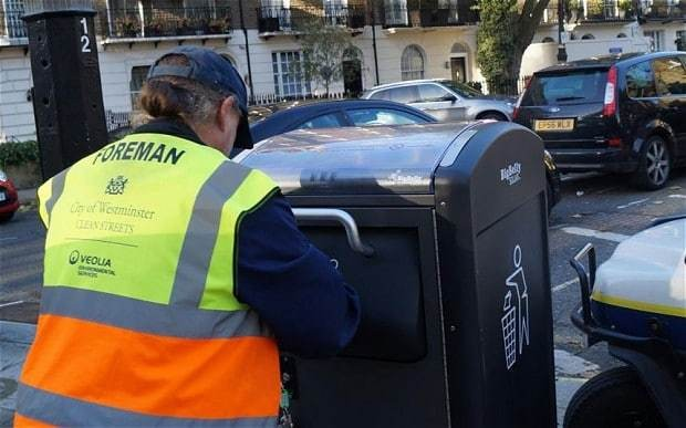 Solar-powered bins which text when full installed in central London