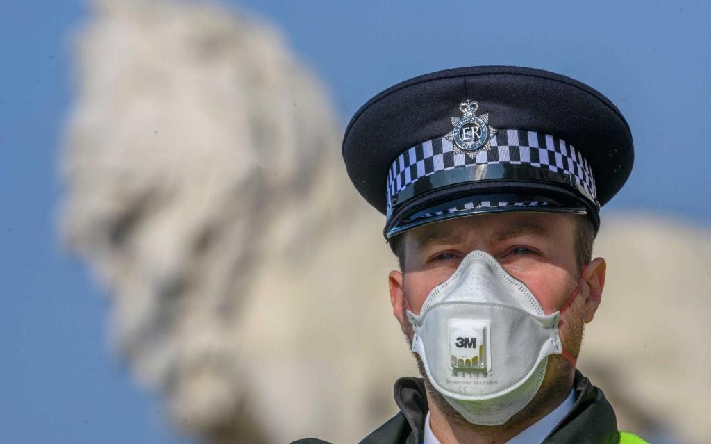 Thursday evening news briefing: Coronavirus lockdown 'grace period is over', warn police