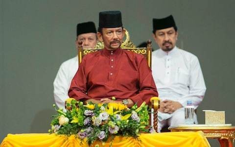 Brunei's sultan returns Oxford degree after gay sex death penalty backlash
