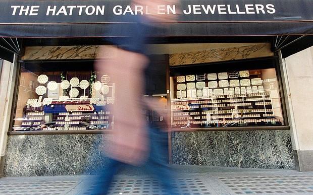 Hatton Garden heist: detectives hunt Sudan-based directors amid fears of insider job