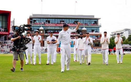 Joe Root puts England in the driving seat before late Pakistan collapse