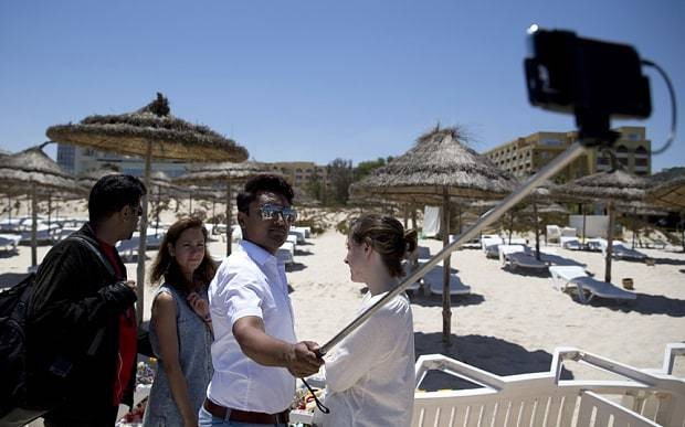 Labour candidate sparks fury by posing for selfie at scene of Tunisian beach massacre
