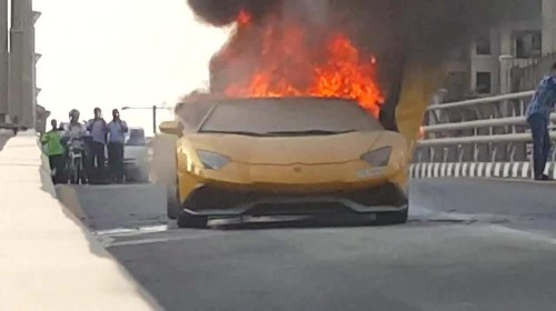 Lamborghini Aventador driver revs engine until it catches fire in Dubai