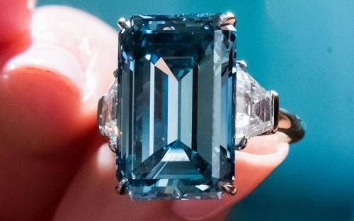 'Oppenheimer Blue' diamond sells for £40m, setting new record