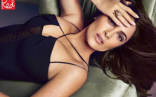 Salma Hayek: Older mums, don't give in to iPads