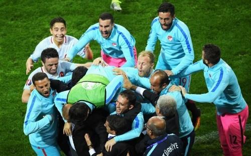 Czech Republic 0 Turkey 2, Euro 2016: Turkish delight confirms Northern Ireland's progression