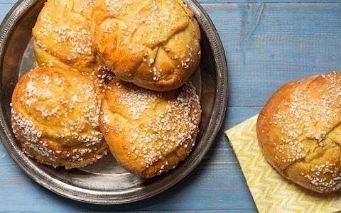 Saffron buns with almond cream recipe