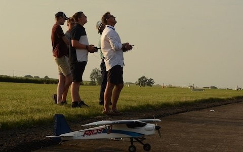 Model plane flyers call for exemption from drone registration scheme