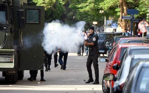 Egypt: protests against President Fattah el-Sisi broken up with tear gas while pro-government demonstrations go unhindered