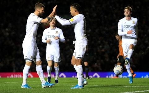 Leeds United return to the summit as Marcelo Bielsa's side beat Hull City with seventh straight league win