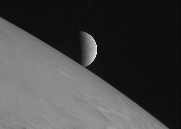 Europa or frying pan? Which is Jupiter's moon?