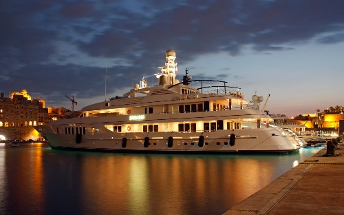 Yacht belonging to billionaire American investor investigated for damaging Belize coral reef