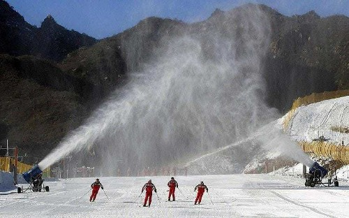Skiing in summer? Resorts could stay open longer with new snowmaking machine