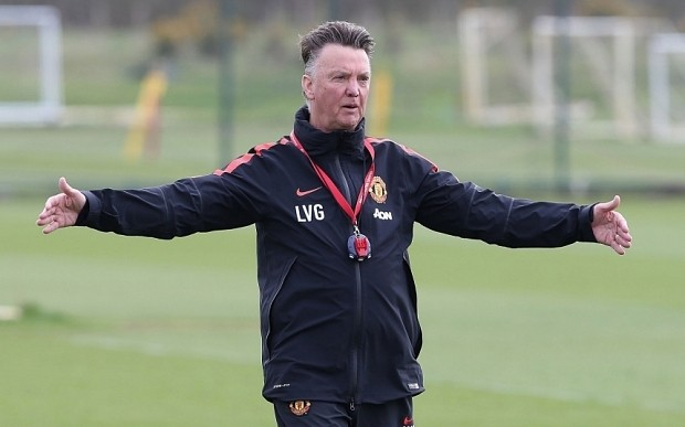 Louis van Gaal fines Manchester United stars for being late for lunch