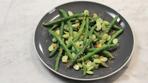 Low-calorie recipes: edamame and green beans with orange and ginger