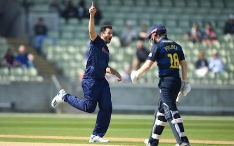 England seamers wilt under Jofra Archer pressure as Yorkshire and Warwickshire share thrilling tie