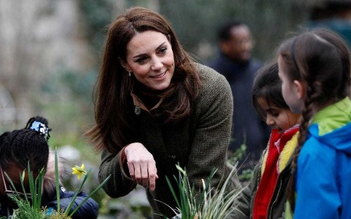 Duchess of Cambridge enters Chelsea Flower Show as she designs woodland wonderland for families