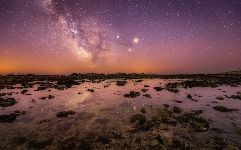 Can you spot the planets in this stunning photo of the Milky Way - taken from the Isle of Wight?