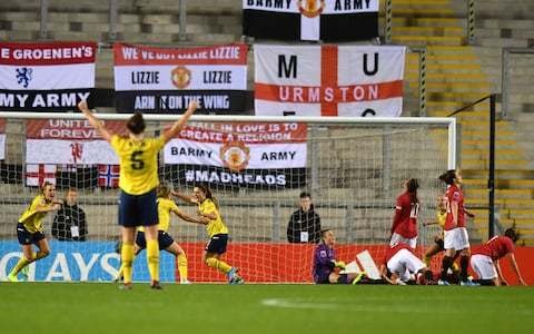 Arsenal substitute Danielle Van De Donk strikes late to end spirited Manchester United resistance