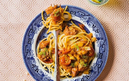 Spaghetti with spiced sausage and fennel sauce