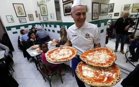 Italians turn on Michelin-starred chef over sacrilegious pizza recipe