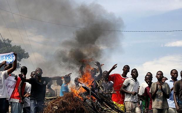 Protests against president's bid for third term resume in Burundi