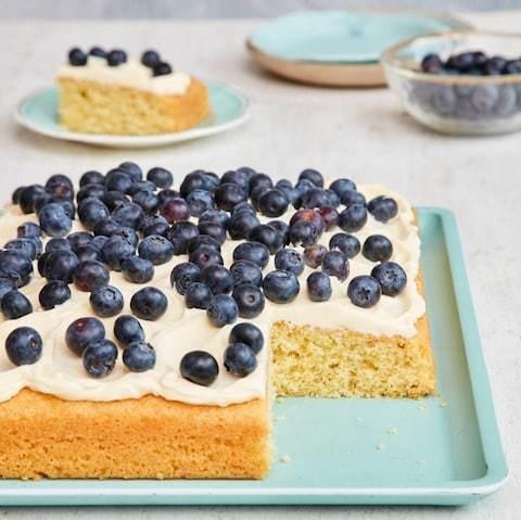 Blueberry and vanilla tray bake recipe