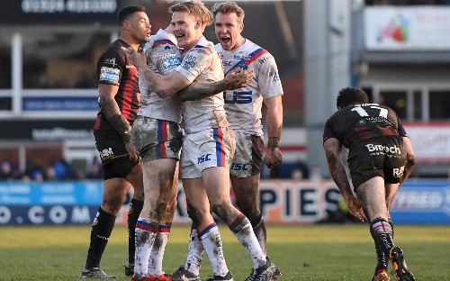 Late flourish helps Wakefield upstage Gareth Widdop's Super League debut