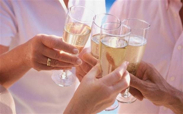 How a glass can give champagne extra fizz