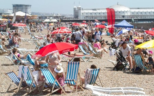 UK weather: Health warning issued as rising temperatures could see Britain bask in hottest June day since 1976