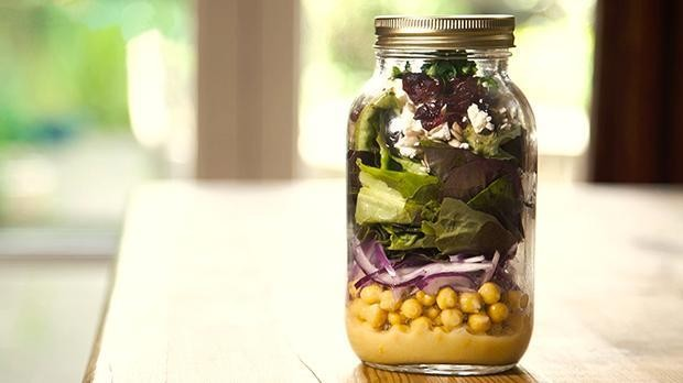 Chickpea, red butterhead lettuce and feta jar salad
