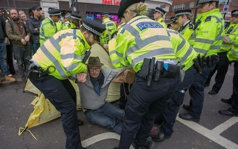 Scotland Yard pushes to prosecute all 1,130 arrested in Extinction Rebellion protests