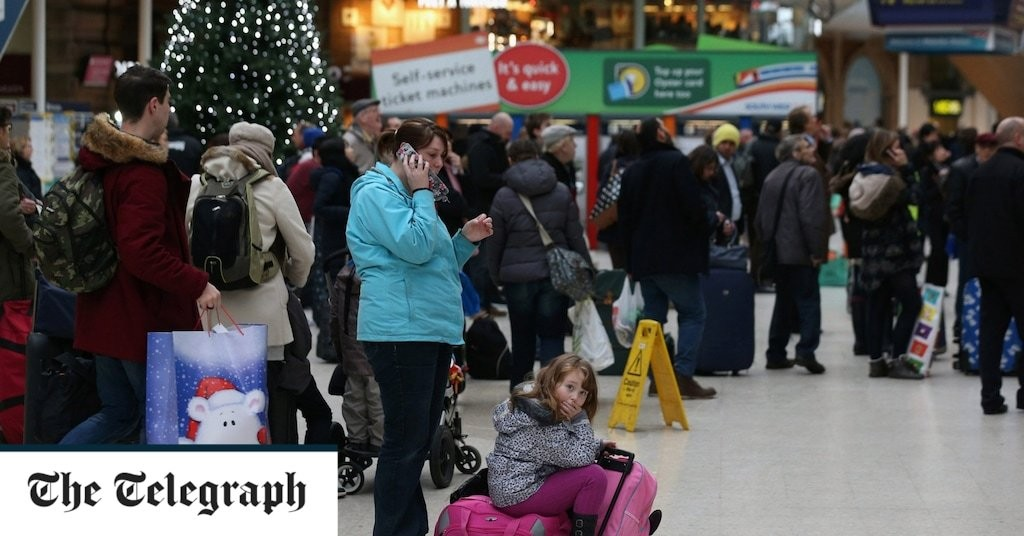 Travel at lunchtime over Christmas, rail chief urges despite analysis revealing this is busiest time