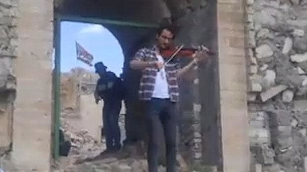 Violinist of Mosul returns to play amid ruins of his city
