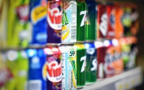 Diet fizzy drinks are better than water for weight loss, scientists say