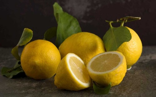The stomach-churning reason you should never ask for lemon in your gin and tonic