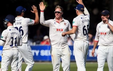 Victory puts Essex back on top ahead of title showdown against Somerset