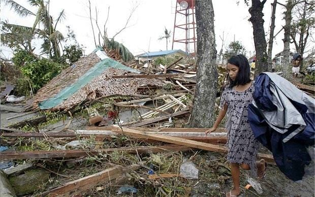 Typhoon Haiyan: more than 100 dead as 'world's biggest storm' hits Philippines